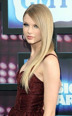 Google Image Result for http://images2.wikia.nocookie.net/__cb20110331081852/taylor-swift/images/0/0c/Taylor_Swift_country_at_music_awards_with_straight_hair.jpg