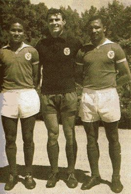 Eusébio, com Costa Pereira e Mário Coluna.