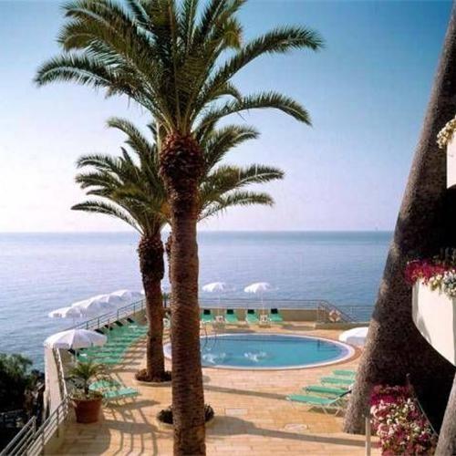 Madeira is HOT in 2013! Dit prachtige eiland zorgt voor de ideale ontspanning door natuur, zee en mooie hotels te combineren!  http://www.hotelkamerveiling.nl/hotels/portugal/hotel-madeira.html    #madeira #portugal #hotel #vakantie