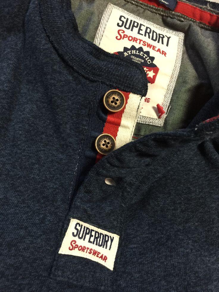 着てみると納得価格で世界的に大ヒットしている英国ブランドなんです。 ワン・ダイレクション、ベッカム、ハリーポッターの俳優が着て有名になったんです。 http://www.i-t-shop.jp/brand/superdry/