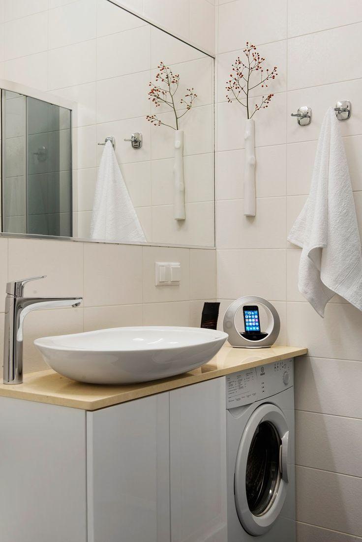 Раковина над стиральной машиной: особенности установки и 70 продуманных решений для функциональной ванной комнаты http://happymodern.ru/rakovina-nad-stiralnoj-mashinoj-foto/ Раковина над стиральной машиной: фото - небольшая мойка над стиральной машиной на столешнице в узкой ванной комнате Смотри больше http://happymodern.ru/rakovina-nad-stiralnoj-mashinoj-foto/