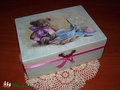 Meska - Díszdoboz, édes mackó mintával Kezmuvesajandekok kézművestől