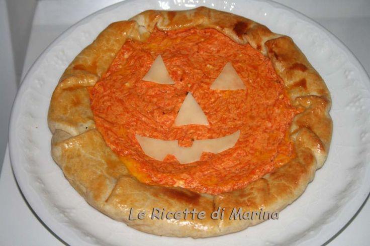 Torta salata zucca e ricotta, decorata per Halloween
