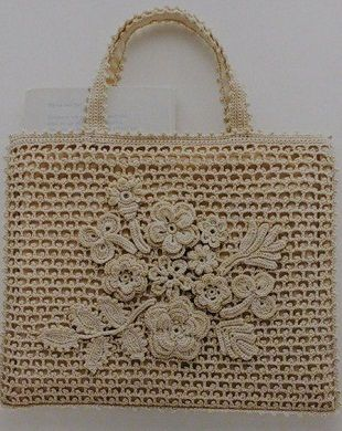 Сумочка крючком...How elegant is this amazing Irish crochet purse?! There are lots of good charts for making this purse!!