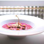 ✨Si #M-Clan le cantaba a alguna sopa fría, estamos seguros de que era a esta: Sopa fría de remolacha con arenque en salazón ✨ . . . #food #foodie #cooking #cocina #receta #recipe #gastro #foodl