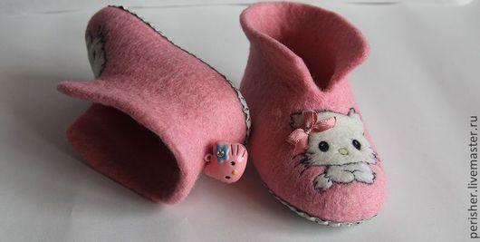 """Обувь ручной работы. Ярмарка Мастеров - ручная работа. Купить Валяные детские тапочки-пинетки """"Charmy Kitty"""". Handmade. Розовый"""