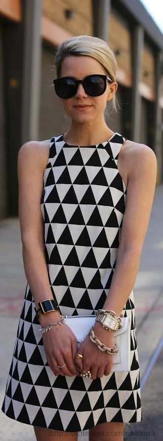 This whole outfit is perfect! She looks like a modern twist on an 80s girl! #Trendy #Geometric