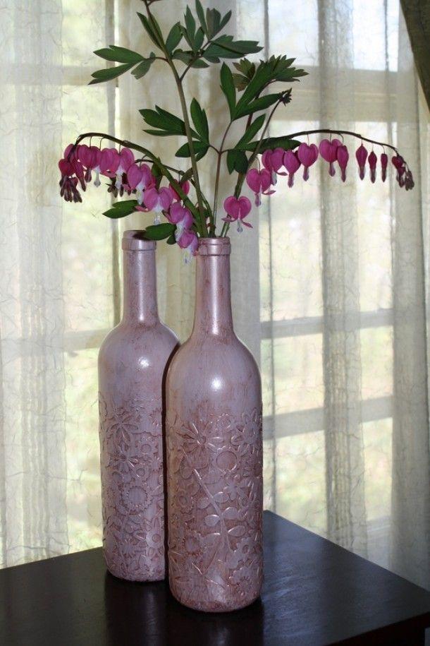 Kant erop lijmen als het droog is verf je het spuitbus for Diy wine bottle crafts pinterest