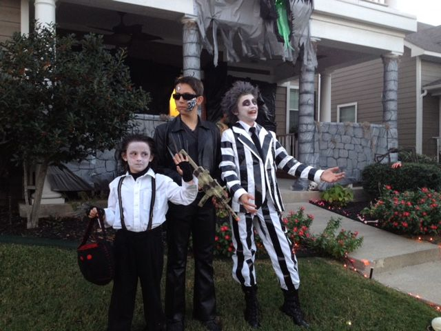 Thrift-play Beetlejuice. How my kid won Dallas ComicCon's kid cosplay contest for less then $20.