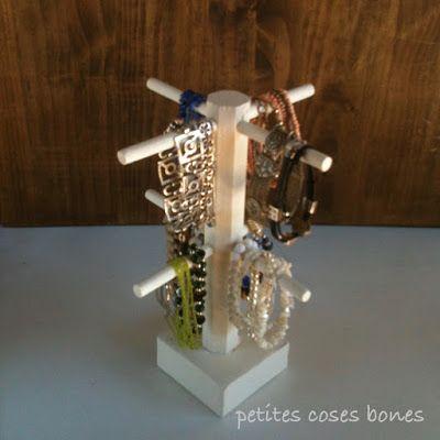 Organizador de pulseras hecho a partir de un botellero de madera de IKEA, con base de yeso   petites coses bones: organitzador