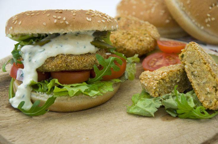 "Veganer ""Fischburger"" <3  Vegan ""Fishburger"" <3  https://www.vivalasvegans.de/rezepte/hauptgerichte/vegane-fischst%C3%A4bchen/"