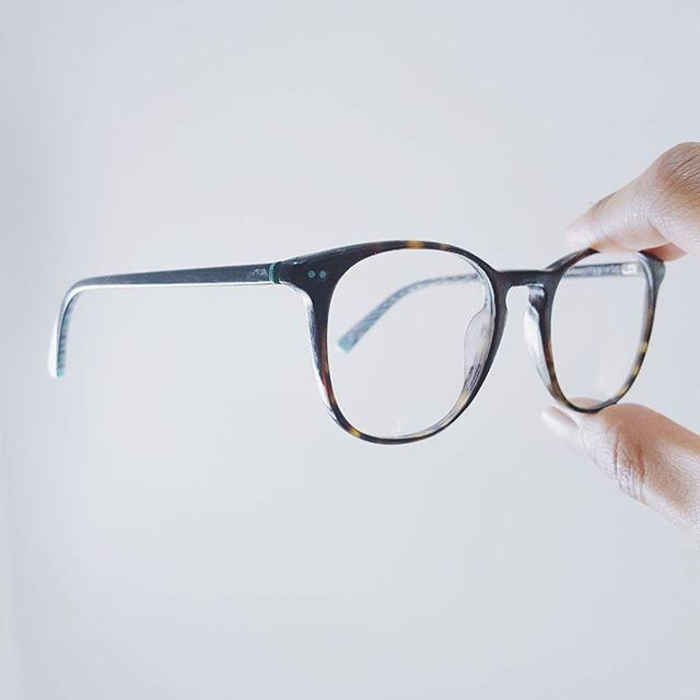 Mes lunettes de vue de la marque Etnia Barcelona - Vintage Collection.  #lifestyleblogger #lifestyle #blogger #parisian #malagasy #gasy  #fashionblogger  #fashionpost #fashionblogger #glasses #sunglasses #eyeglasses #vintage #lunettes #plastic #glass #vision #optical #eyeglass #transparent #simple #white #ootd #whatiwore #fashion #accessories