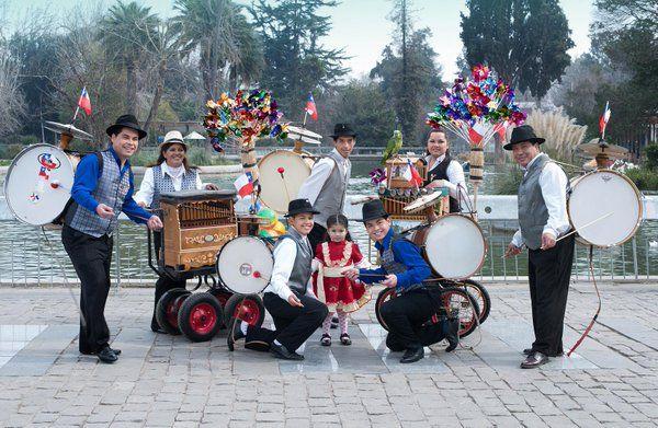 """Tradicion chilena : """"hinchineros"""" y """"Organilleros"""""""