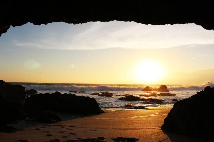 Fotografía tomada desde una cueva en la Portada de Antofagasta. Foto de Fernando Quijada Olivares.