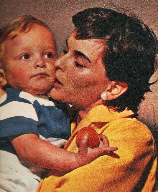 Miguel Bosé con su madre Lucía Bosé.