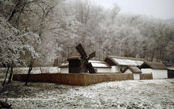 Mulini a vento - museo della civiltà contadina romena TransilvaniaInverno fiabesco a Sibiu, Transilvania http://matrioskadventures.com/2015/01/15/inverno-fiabesco-al-museo-etnografico-all-aperto-di-sibiu-transilvania/