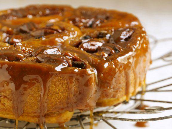 Zimt-Schneckenkuchen mit Karamell glasiert ist ein Rezept mit frischen Zutaten aus der Kategorie Nusskuchen. Probieren Sie dieses und weitere Rezepte von EAT SMARTER!