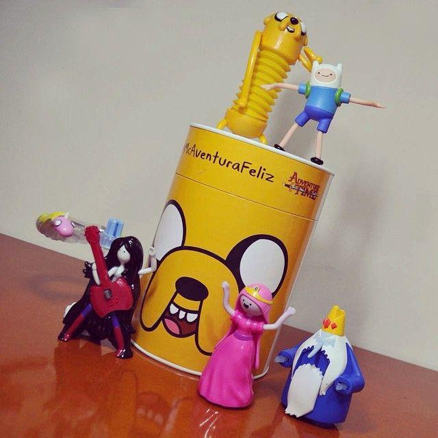 Olha só o que McDonald's e o Cartoon Network mandaram pra gente: TODOS os brindes de Adventure Time do Mc Lanche Feliz! :D ❤️ {mais informações ainda hoje lá no blog! www.garotasgeeks.com}  #McAventuraFeliz #AdventureTime #GarotasGeeks #HoraDeAventura