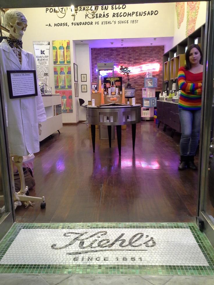 La entrada de la tienda en Mall Parque Arauco...