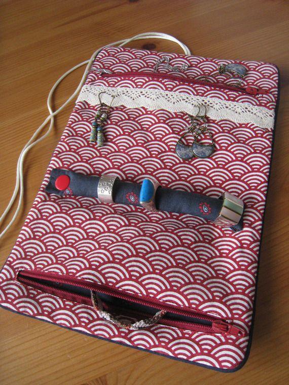 Trousse / Pochette à bijoux en tissu coton imprimé japonais rouge foncé vagues transporter en voyage