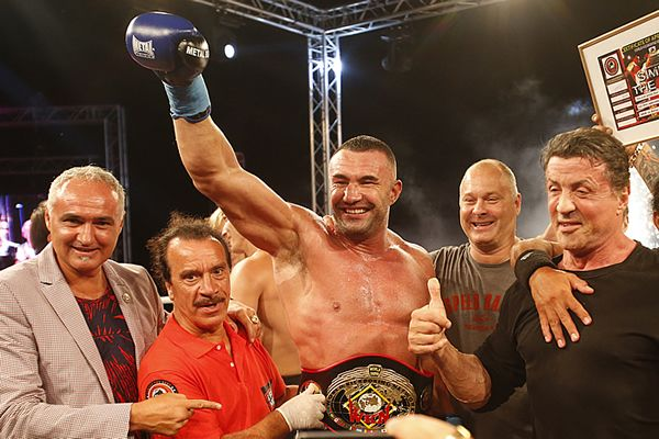 Sylvester Stallone Presenting WKN belt to World champion Jerome Le Banner