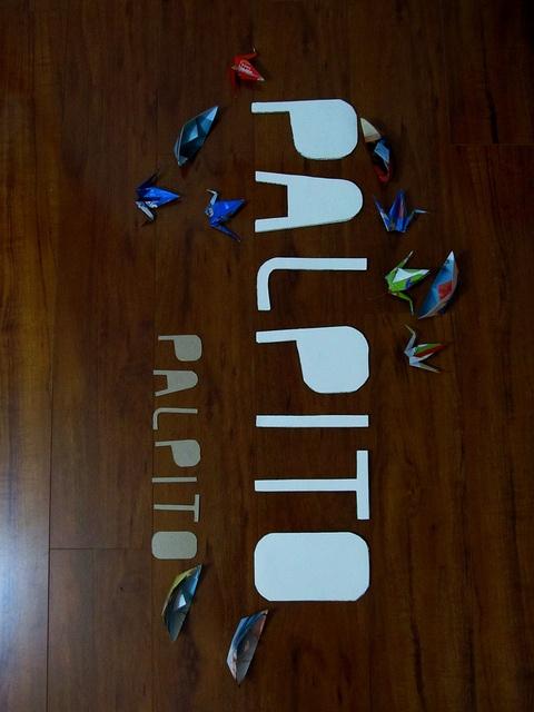 Letreros Pálpito, síguenos www.facebook.com/palpito2