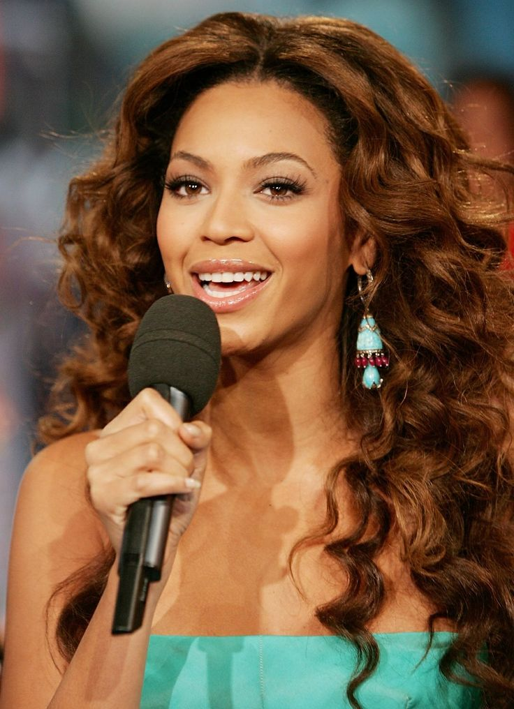 I think this Light Brown (Pearl Golden) #hair #color is perfect on #Beyonce.  Love this and the curls very warm and sexy