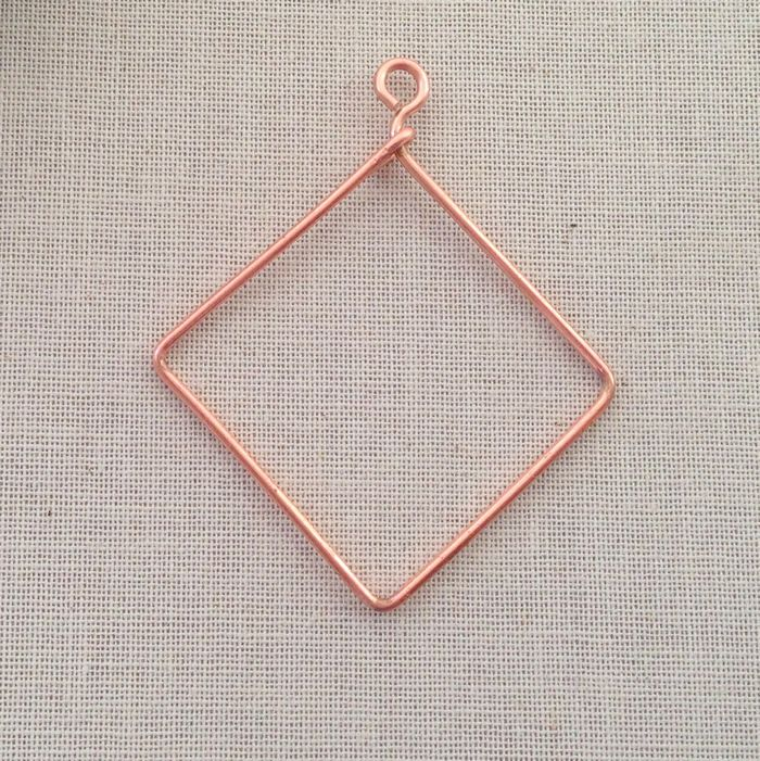 It's so easy to make these wire frames for beading or wire wrapping - Free DIY: Lisa Yang's Jewelry Blog