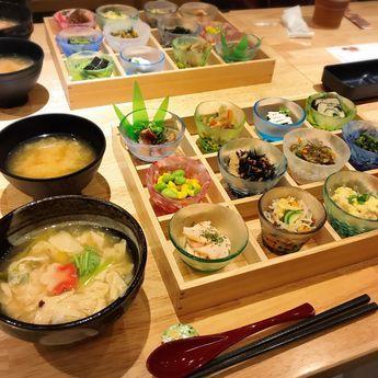 京都でおすすめのおばんざいが人気の『京菜味のむら』を紹介していきます。「美味しい!」「カワイイ!」「ヘルシー!」「安い!」の最強四拍子が揃ったおばんざいは京都の新定番になる予感…実際に訪れた筆者が『京菜味のむら』の魅力を丁寧に解説していきます。(※掲載されている情報は2017年11月に公開したものです。必ず事前にお調べ下さい。)