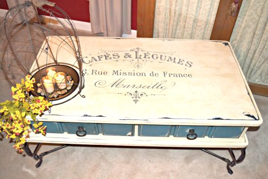 DIY French Painted Coffee Table with Annie Sloan Chalk Paint and a Furniture Transfer. So pretty!