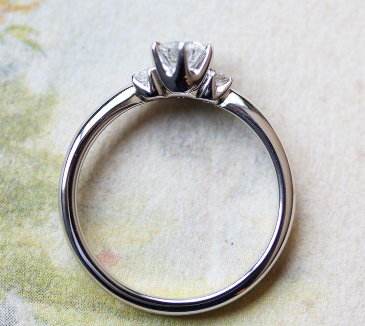 Tiara《ティアラ》をモチーフに石座や高さにこだわった婚約指輪 [engagement,wedding,ring,bridal,diamond,ダイヤモンド,エンゲージリング,婚約指輪,オーダーメイド,ウエディング,ith,イズマリッジ]