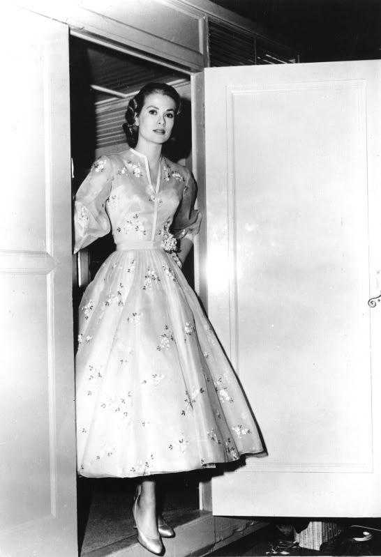 Grace Kelly's wedding dress on the High Society set, 1956. Divine.