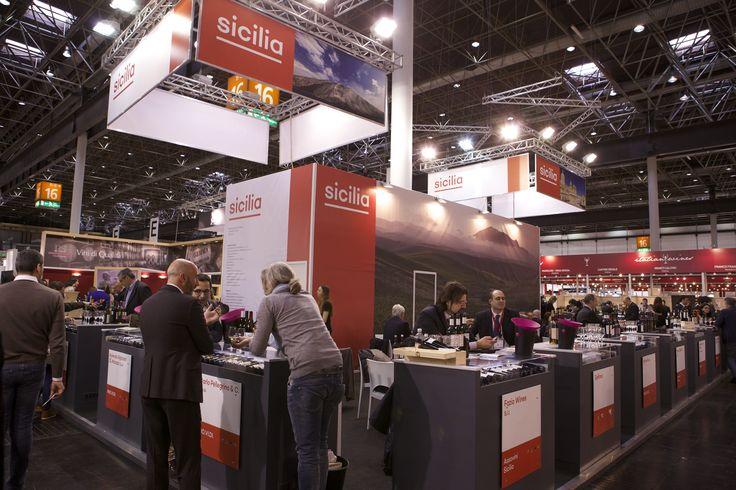 Prowein - Düsseldorf: IRVOS-REGIONE SICILIA. Ricerca, analisi, promozione e comunicazione. Progettazione e realizzazione dell'allestimento dello stand collettivo. Photo by honegger