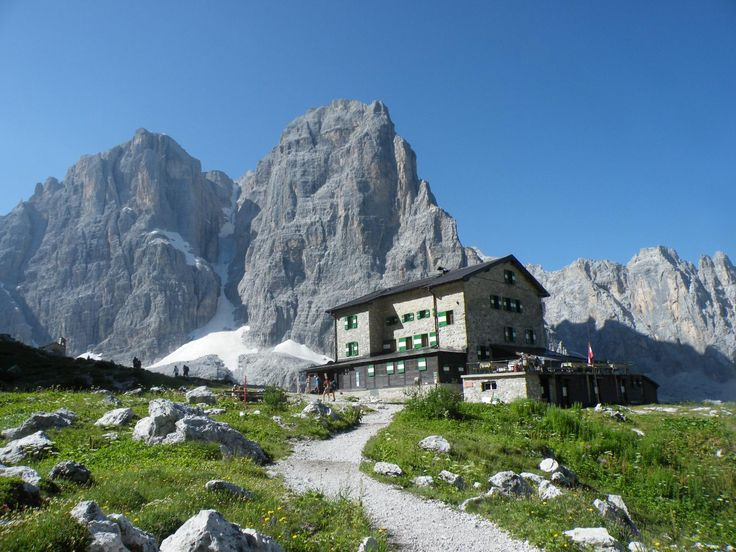 Rifugio Brentei a 2182 m.s.l.m. nelle bellissime Dolomiti di Brenta