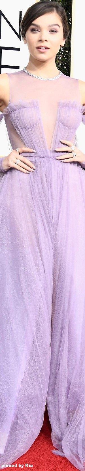 Hailee Steinfeld in Vera Wang l The 2017 Golden Globe Awards l Ria