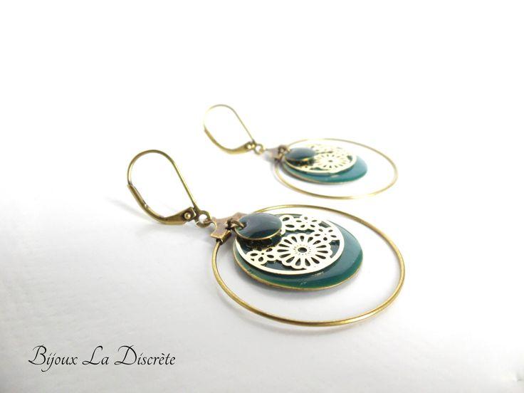 Boucles d'oreilles créoles avec sequins vert émeraude et doré : Boucles d'oreille par bijoux-la-discrete
