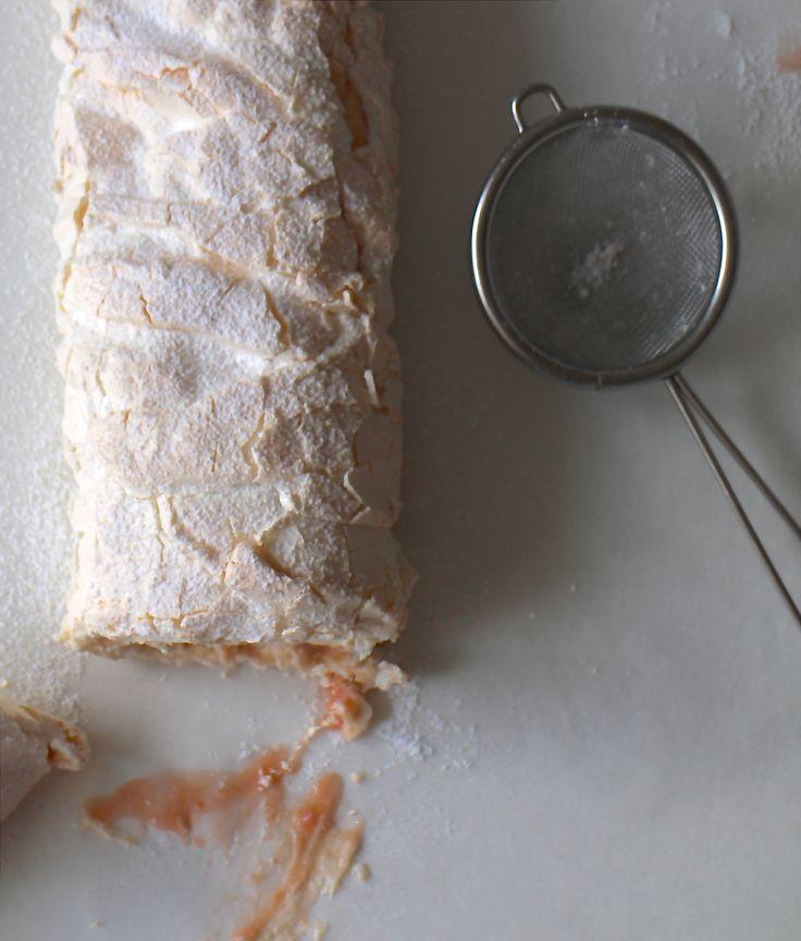 Marengs roulade med orange curd og mascarpone