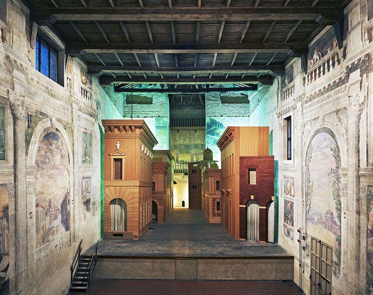 Candida Höfer , Sabbioneta Teatro Olimpico, palcoscenico con scena fissa