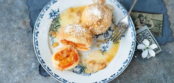 Austrian apricot dumplings Wachauer Marillenknödel © Österreich Werbung, Wolfgang Schardt