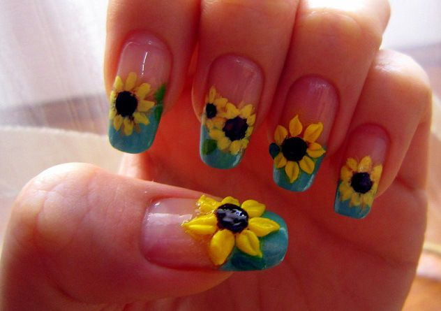 Uñas decoradas con girasoles - Nail art with flowers