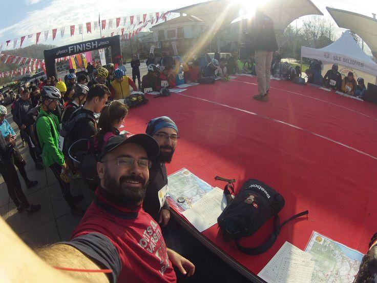 Macera Koşusu 2014 - 25km civarında dağ tepe bayır koşmaca kano çekmece ve ip inişi yapmaca :D  Detaylar: http://www.omactivities.com/2014/12/kurabiye-macera-kosusu-2014-oma-team.html
