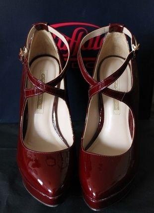 Kaufe meinen Artikel bei #Kleiderkreisel http://www.kleiderkreisel.de/damenschuhe/hohe-schuhe/110013210-oxblood-plateau-heels-weinrote-lackpumps-mit-absatz-in-holzoptik