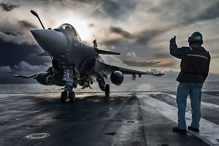 French Marine Nationale Dassault Rafale M (Marine) aboard the aircraft carrier Charles de Gaulle. photo Marine Nationale