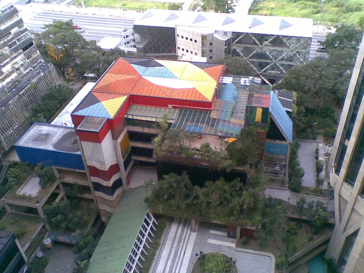 Outside-the-museo_de_los_niños,Caracas,Venezuela.