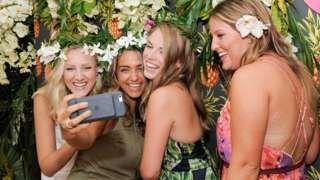 Selfies fuel boom in make-up sales for Estee Lauder