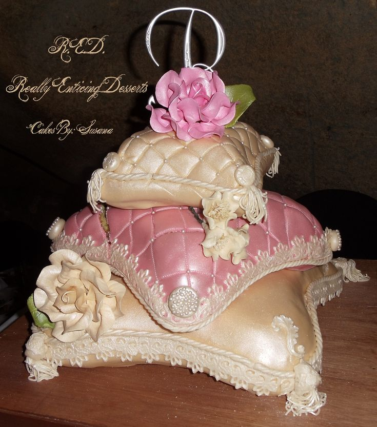 pillow wedding cake photos 25 best ideas about pillow cakes on pillow 18517