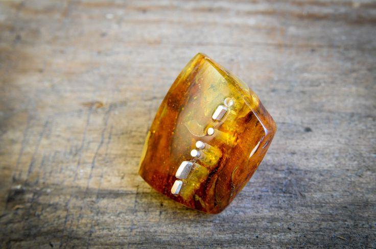 #amber #jewellery #bursztyn #art | fot. Maciej Nicgorski