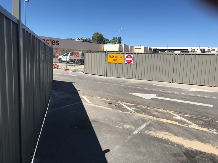Perth commercial fencing - Tea Tree colour Colorbond used to cordon off construction site.