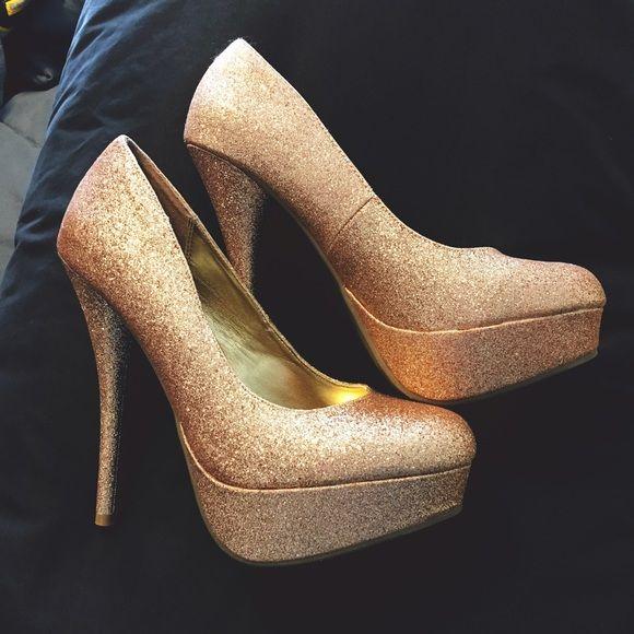 10 Best ideaa: Sparkly Gold Heels Pinterestissä | Korkeat korot ja ...
