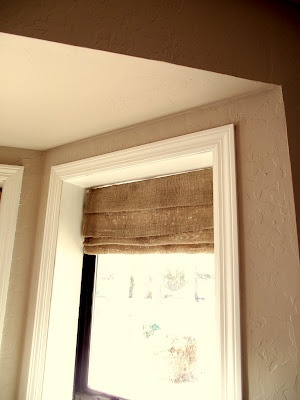 Love these DIY burlap faux roman shades made by Becky @Eva S.-n-simplethings; living room? Instead of curtains?